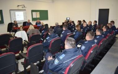 U Upravi policije MUP-a ZDK sprovedena obuka policijskih službenika o upotrebi znakovnog jezika