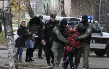 """Policijski timovi Uprave policije MUP-a ZDK u nastavku operativne akcije """"MREŽA IV"""" vrše pretrese na 32 lokacije u Zenici, 2  lokacije u Sarajevu i 9 lokacija na području Srednjobosanskog kantona"""
