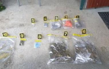 Izvršenim pretresom u Tešnju pronađeno oko 1,5 kg opojne droge
