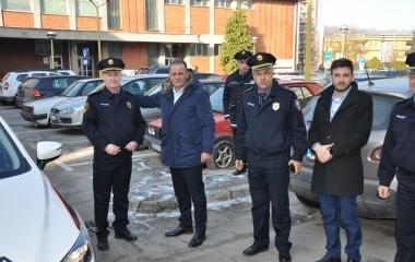 MINISTAR UNUTRAŠNJIH POSLOVA DARIO PEKIĆ URUČIO NOVO SLUŽBENO VOZILO POLICIJSKOJ UPRAVI III U ZAVIDOVIĆIMA