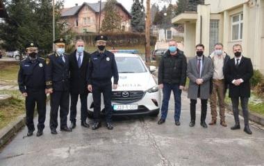 MINISTAR UNUTRAŠNJIH POSLOVA DARIO PEKIĆ URUČIO NOVO SLUŽBENO VOZILO POLICIJSKOJ STANICI BREZA