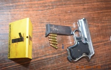 Izvršenim pretresom u Zenici pronađena opojna droga i pištolj